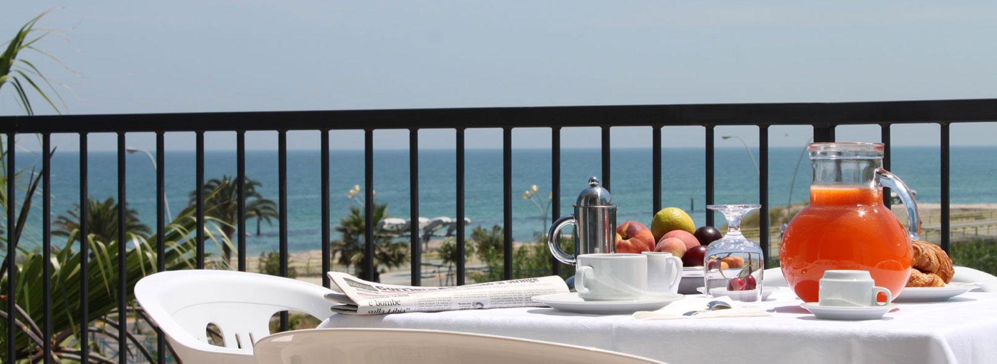 Una colazione in totale relax <strong>con vista mare</strong>